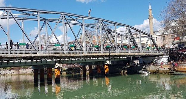 Manavgat Köprüsünden tehlikeli atlayış