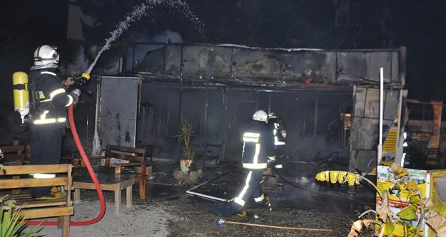 Yangında iş yeri kullanılamaz hale geldi