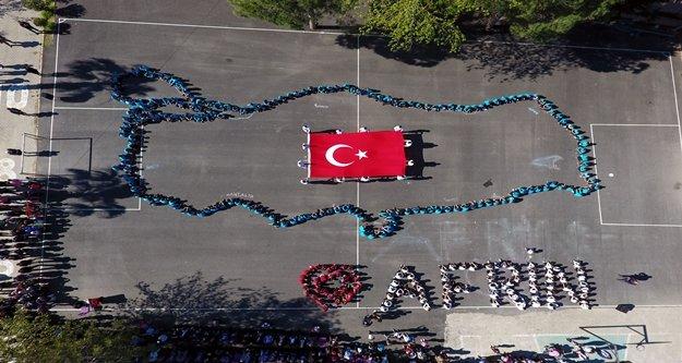 'Afrin' için 360 öğrenci bedenleriyle Türkiye haritası çizdi
