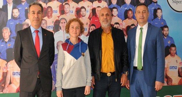 Başkan Çavuşoğlu'na teşekkür ziyareti