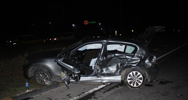 İki araç birbirine girdi: 4 yaralı var