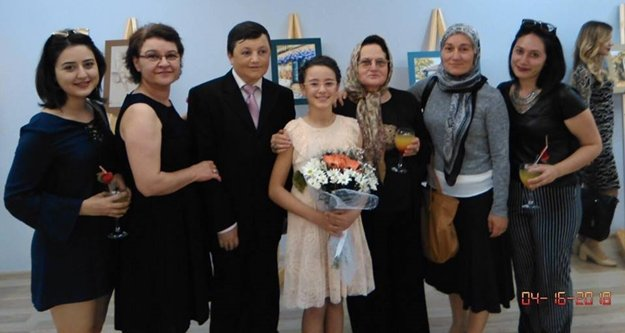 11 yaşındaki ressam 40 eserle sergi açtı