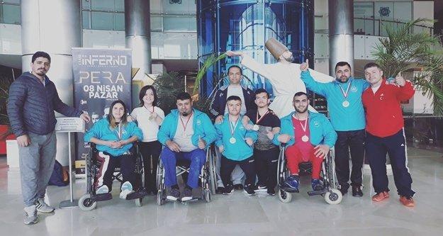 ASAT sporcuları madalyaları topladı