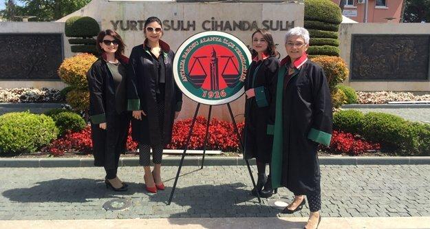 Avukatlar Günü'ne çelenkli kutlama
