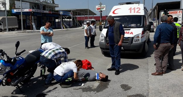 Kamyonetle motosiklet çarpıştı: 2 yaralı