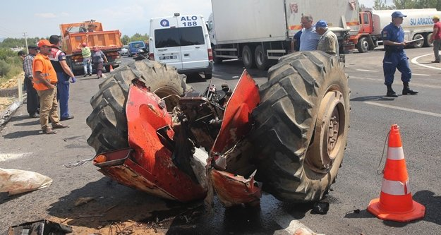 Kamyonla çarpışan traktör ikiye bölündü: 1 ölü