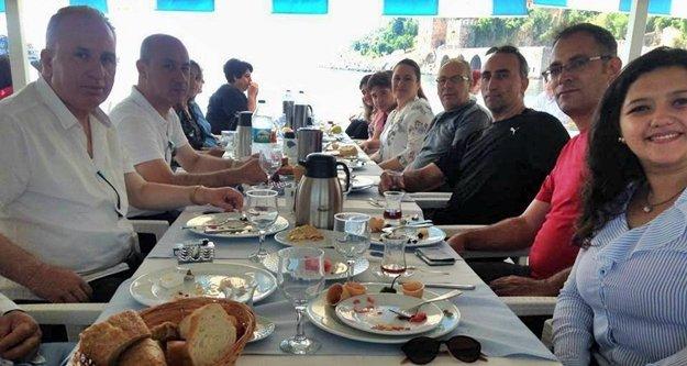 Öğretmen ve veliler yemekte buluştular