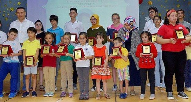 Alanya'da başarılı öğrencilere ödül