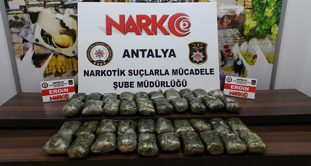 Durdurulan tırda 1 milyon liralık uyuşturucu çıktı