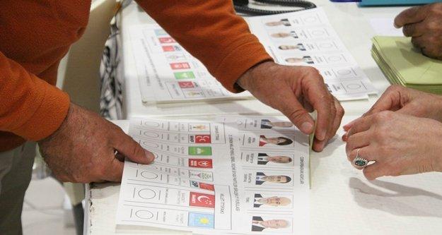 Havalimanında oy verme işlemi