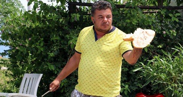 Kanlı 'ekmek' eylemi turistlere seyirlik oldu