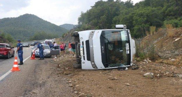 Tur otobüsü devrildi: 6 turist yaralı