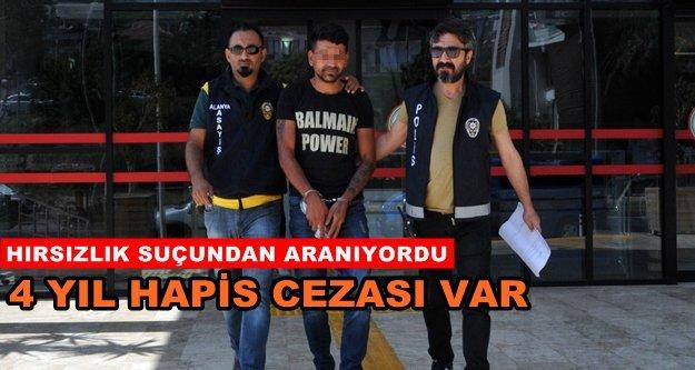 Alanya'da aranan hırsız polis tarafından yakalandı