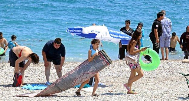 Dünyaca ünlü sahilde 'şüpheli bavul' alarmı