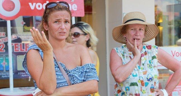 Kadın turistlerin banka kartlarını çaldılar