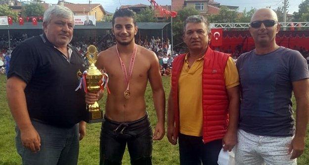Alanya Belediyesi'nin güreşçisi Karakulak birinci oldu
