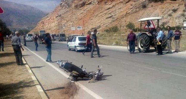 Arkadaşlarıyla havuza giren motosikletli genç dönüş yolunda kazada hayatını kaybetti