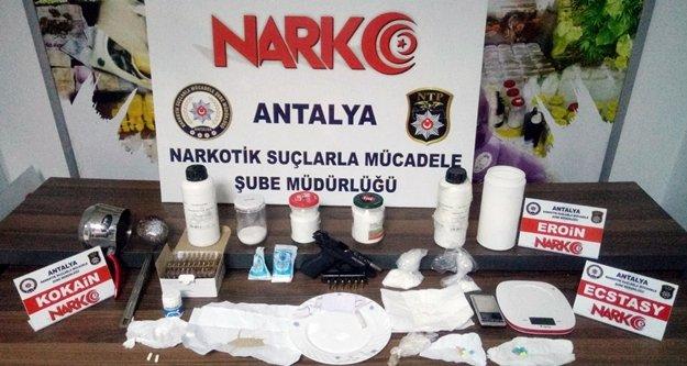 Piyasa değeri 100 bin TL olan 1 kg 80 gram kokain ele geçirildi