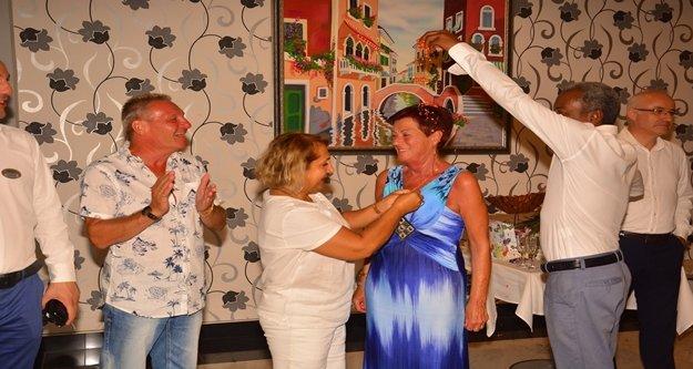 20 kez tatile gelen turist altınla ödüllendirildi