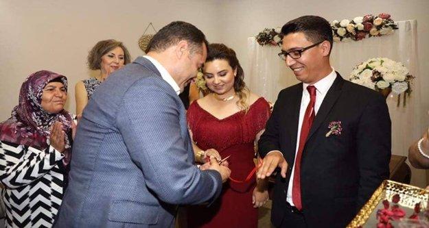 Mutlu çiftin yüzüğünü Yücel taktı