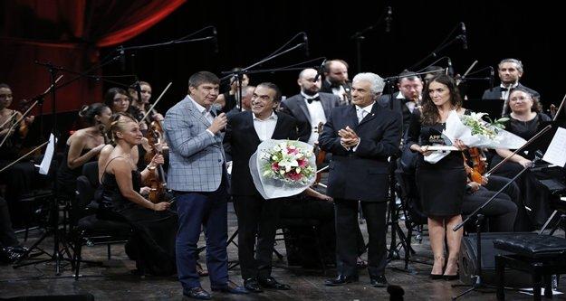 Türel, Atakoğlu'ndan beste istedi