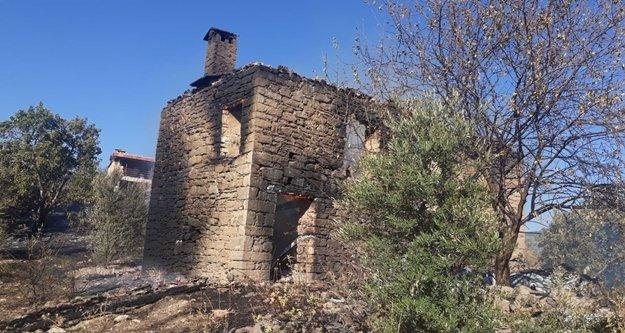 Yangında atıl durumdaki bir ev yandı