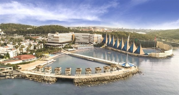 Adin Beach Hotel'de Lezzetler 'Bahçeden'