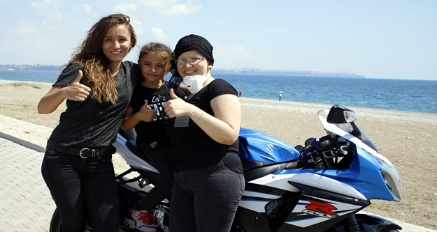 Alanya'da bir kadın kanseri motosiklet tutkusuyla yendi