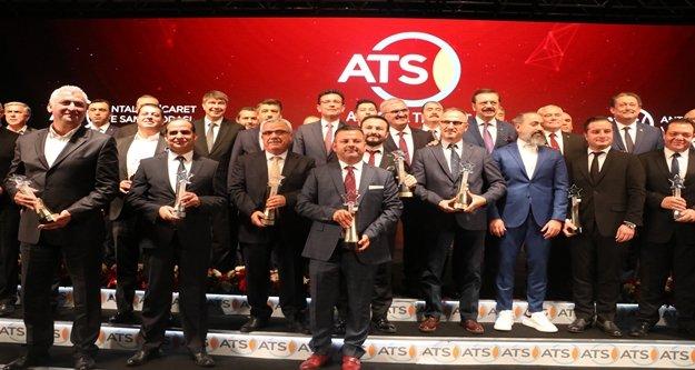 Antalya ekonomisinin 'en'leri durumundaki firma ve kişiler ödüllendirildi