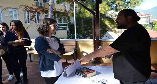 ÖHEP'li öğrenciler ünlü yazar Hakan Günday ile buluştu