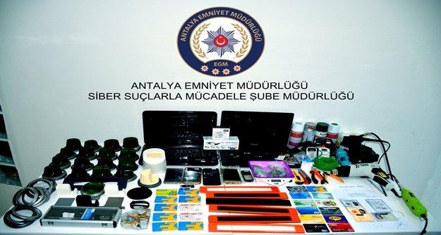 Özel düzenekle kredi kartı kopyalayan 4 kişi yakalandı