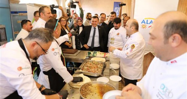 Türk ve dünya mutfağının ünlü şefleri Altın Kepçe'de buluştu