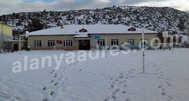 Alanya'da okulu kar bastı!