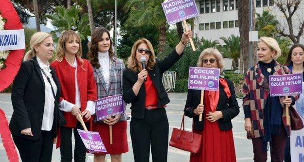 Alanya Kadınları anıtta toplandı
