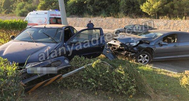 Alanya'da 2 otomobil çarpıştı: 1 yaralı