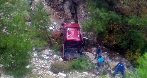 Alanya'da kamyonet uçurumdan yuvarlandı: 1 ölü, 1 yaralı
