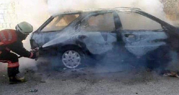 Alanya'da park halindeki araç alev alev yandı