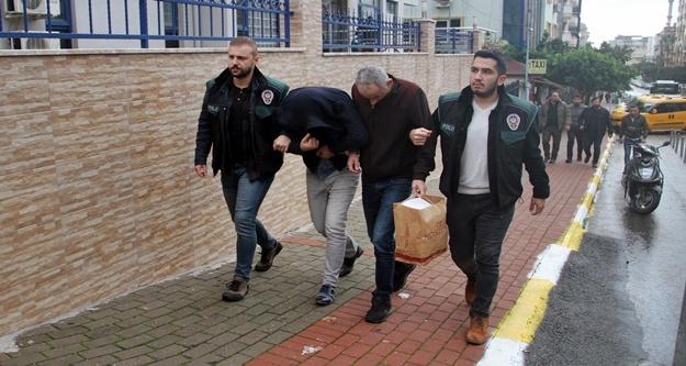 Alanya'da zehir tacirleri polisten kaçamadı!