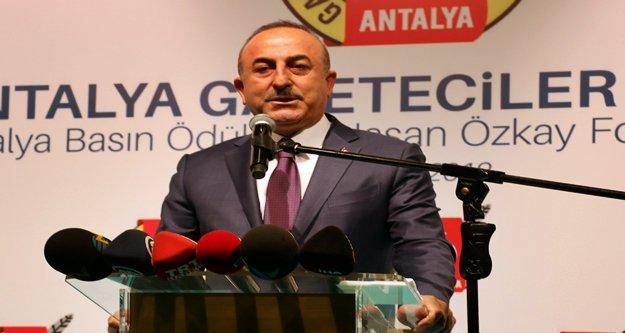 """Bakan Çavuşoğlu, 'Fransız polisinin kullandığı aşırı güç, ibretliktir"""""""