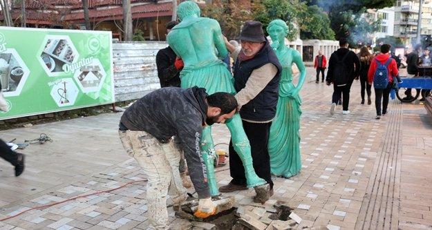 Büyükşehirden heykellere bakım