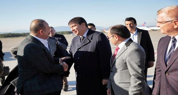 Çavuşoğlu'nu havalimanında Türel karşıladı