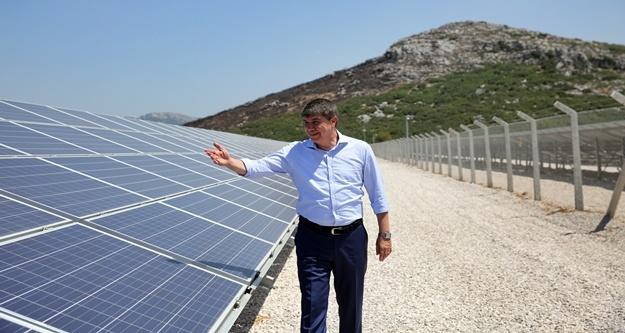 Çiftçi elektriğini güneş santrallerinden üretecek