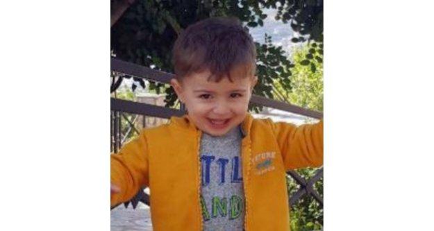 Kamyonetle duvar arasına sıkışan 3 yaşındaki Arda öldü