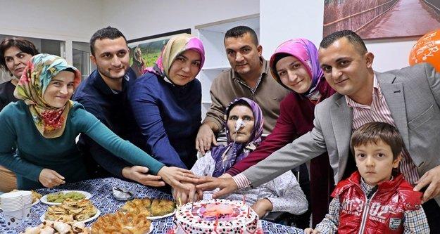 Kanser hastası kadın 58 yıl sonra ilk kez doğum gününü kutladı