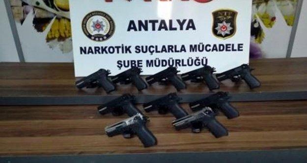 Polisten ruhsatsız silah sahiplerine şok baskın