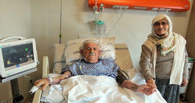 90 yaşında by-pass olan hastanın ilk sözü : 'İlk iş eşimi alnından öpeceğim'