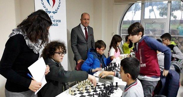 Alanya'da genç satranççılar ödüllendirildi