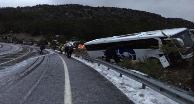 Alanya'ya gelen yolcu otobüsü Akseki'de yoldan çıktı