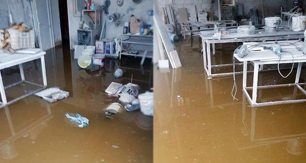 Alanya'da mermer dükkanını su bastı!