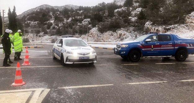 Yola çıkacaklar dikkat! O yol kar nedeniyle kapandı